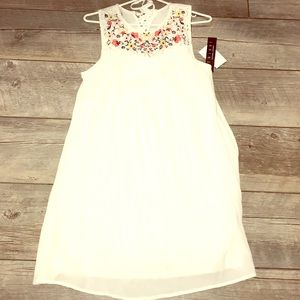 Very comfortable dress with lace and flower design